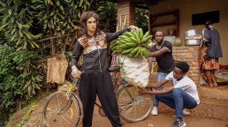 Model with banana's and bicycle