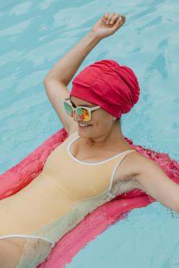 Retro pool shoot bathcap